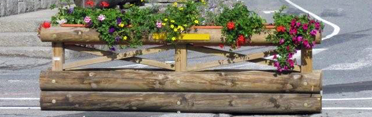 Separator with flower box